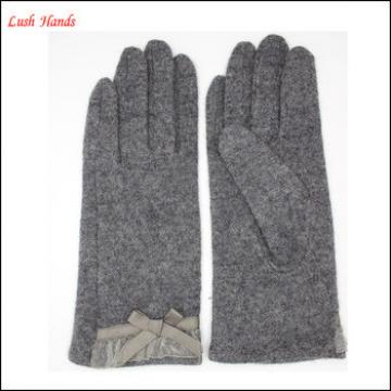 2016 Ladies fingered grey woolen gloves with lace bow