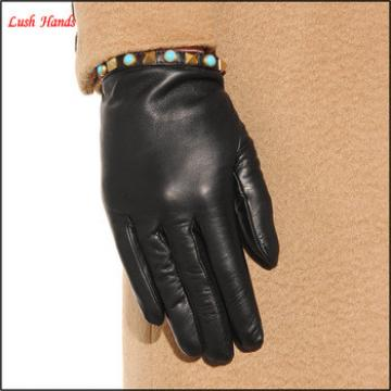 Black basic tight Rockstud leather gloves for women