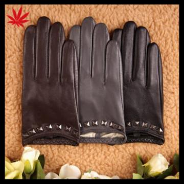 lady's short driving goatskin leather gloves with rivet