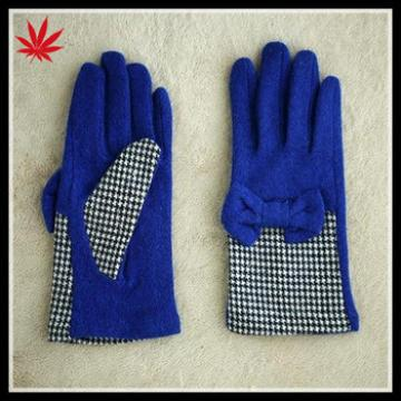 Lady's woolen gloves with butterfly