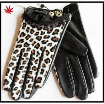 short style black and white leopard grain leather gloves with snap-fastener