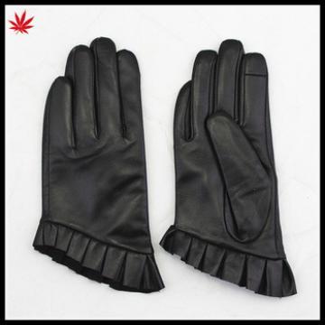 short fingerled style fashion women dressed black leather gloves