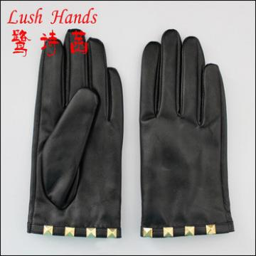 2016 women wholesale leather hand gloves with studs on cuff