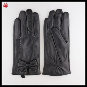 leather gloves in Europe short fashion black patent leather gloves