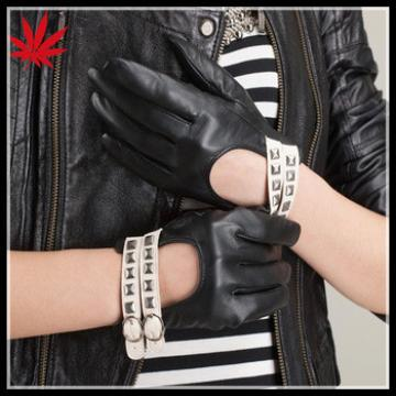 Ladies short style unlined leather gloves with two line belt